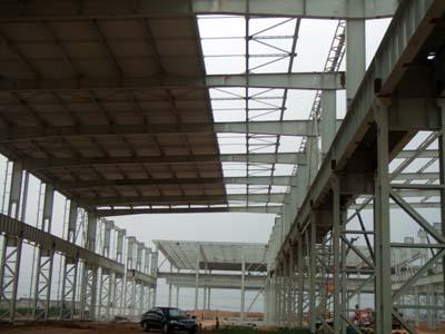 单层钢结构建筑屋面檩条需承受的荷载有哪些?